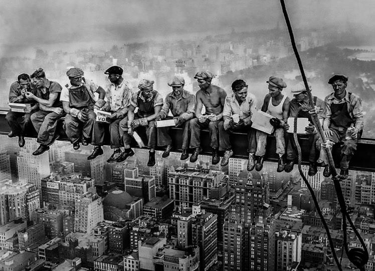 Lunch atop a skyscraper 1932 - Charles C. Ebbets